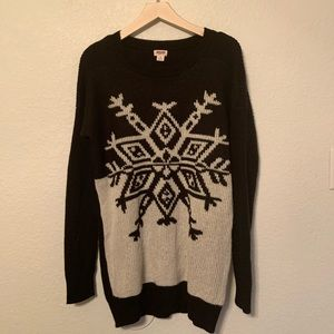 Mossimo black and white inverted snowflake sweater